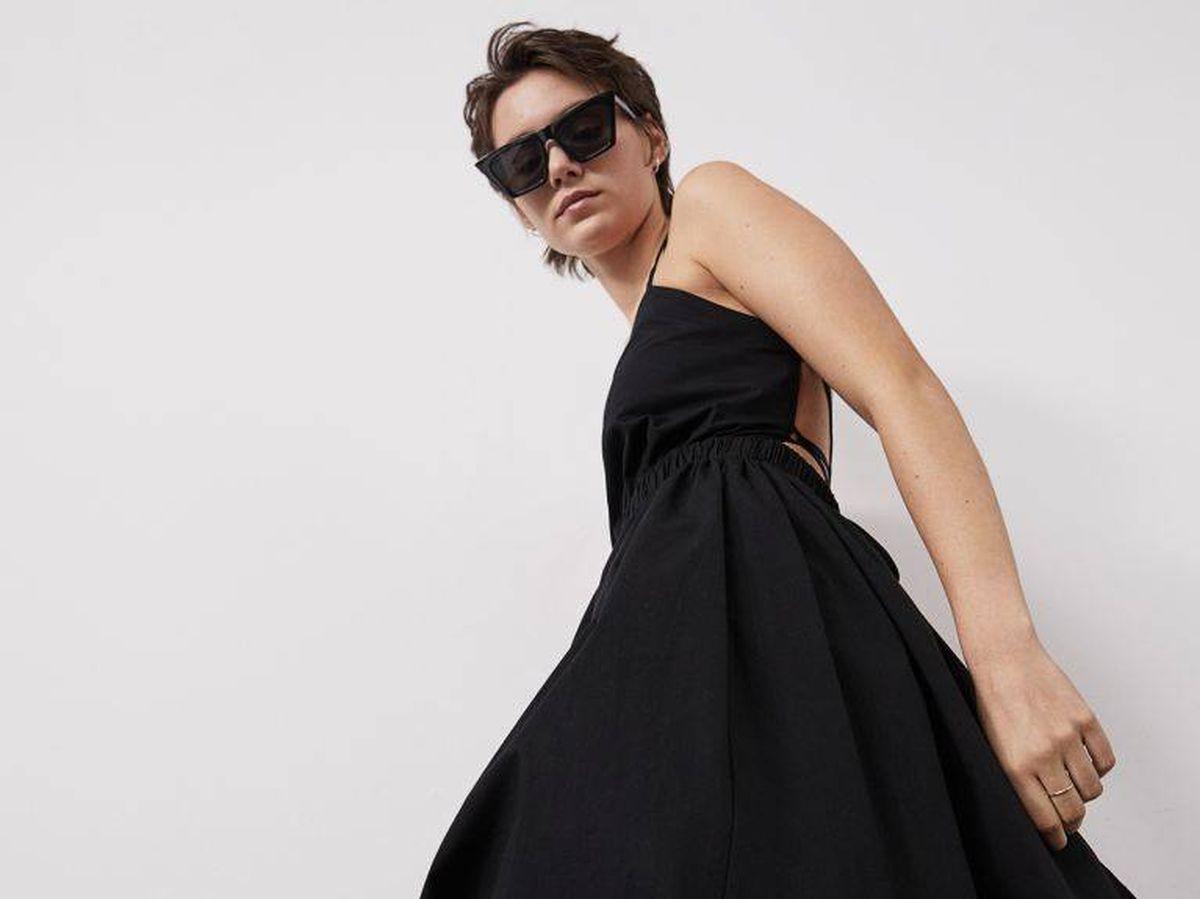Foto: Vestido negro de HyM. (Cortesía)