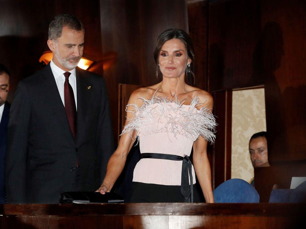 Foto: Los reyes Felipe y Letizia, a su llegada al concierto previo a los Premios Princesa de Asturias. (EFE)
