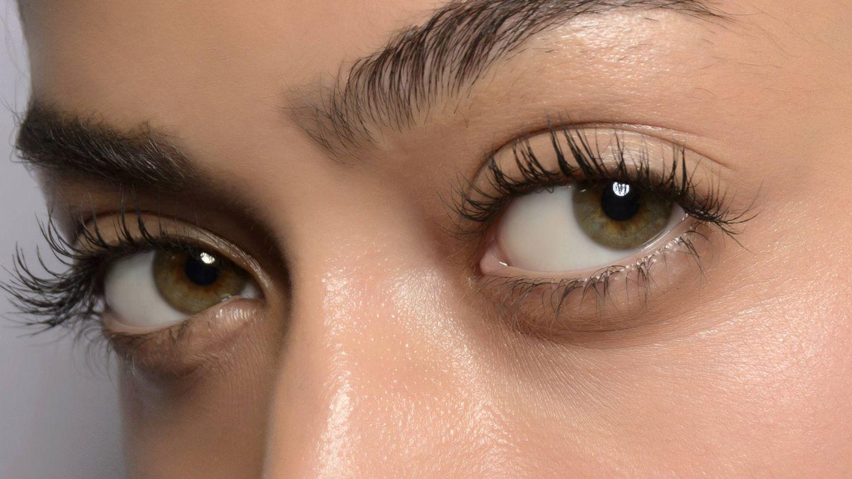La máscara de pestañas es una de las claves para unos ojos más grandes.  (Imaxtree)