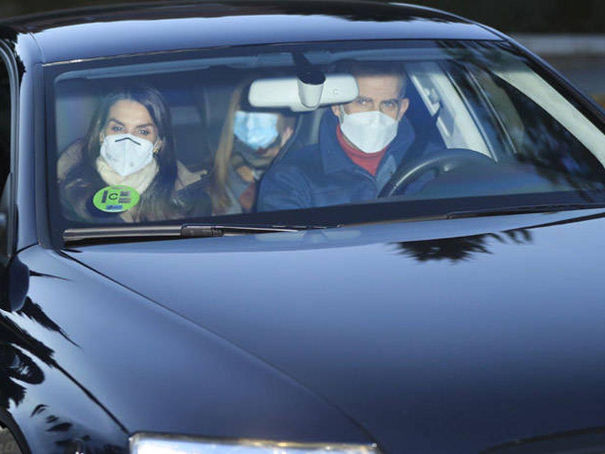 Foto: Los Reyes y sus hijas, de camino a casa de Jesús Ortiz. (Gtres)