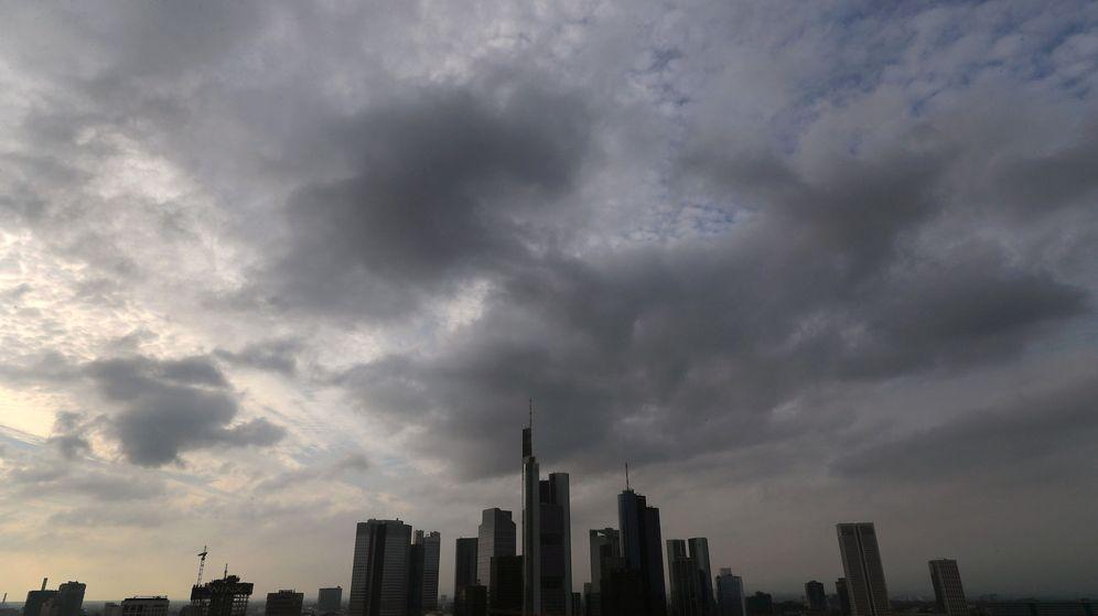 Foto: Nubes negras se ciernen sobre las torres bancarias en Fráncfort. (Reuters)