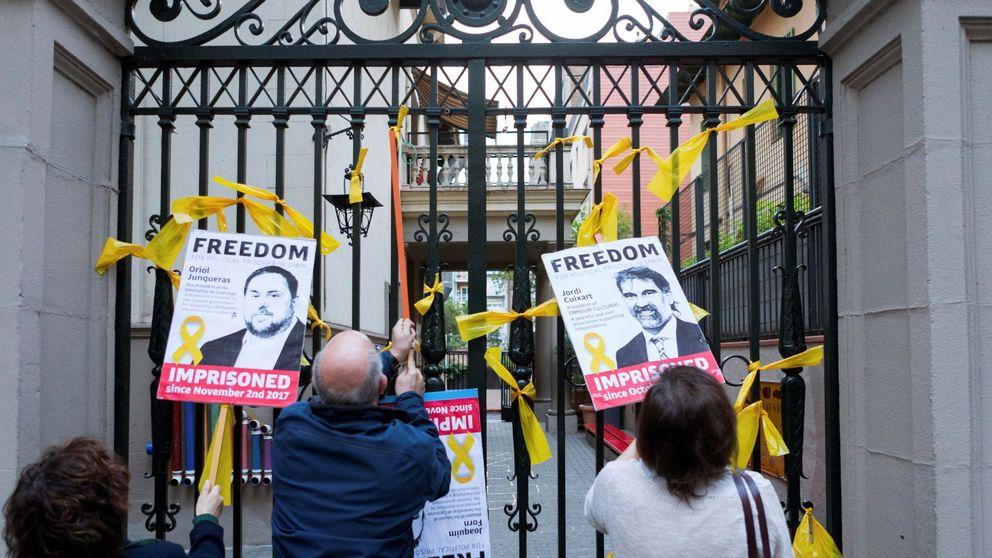 Cataluña alcanza el absurdo con la 'guerra de los lazos': Algún día se irá de las manos