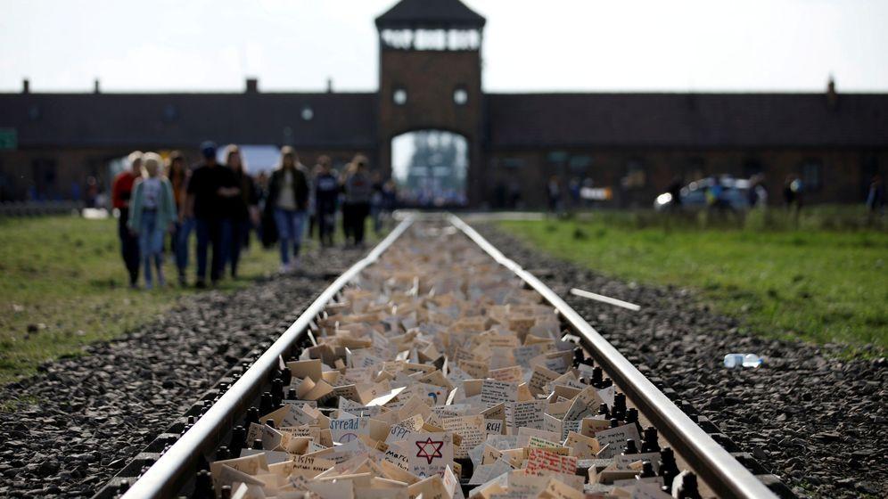 Foto: Imagen de la entrada de Auschwitz por donde llegaban los trenes de la muerte. (Reuters)