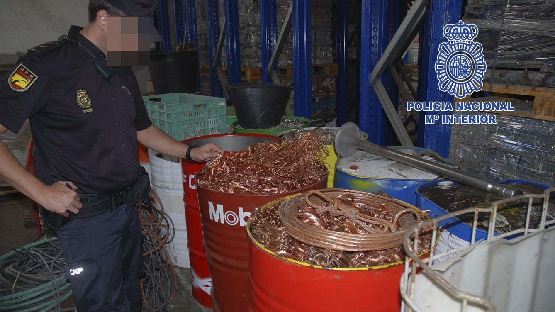 Foto: Montañas de cobre robado y chatarrerías ilegales: imágenes de una fuente de blanqueo
