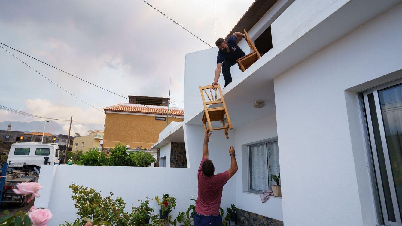 Moncloa pide a la banca que ofrezca viviendas vacías para los afectados en La Palma