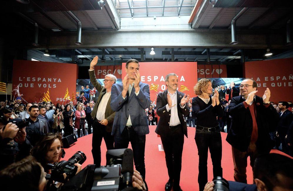 Foto: Pedro Sánchez, con Miquel Iceta, Meritxell Batet, Jaume Collboni (c) y Josep Fèlix Ballesteros (i), este 31 de marzo en Tarragona. (EFE)