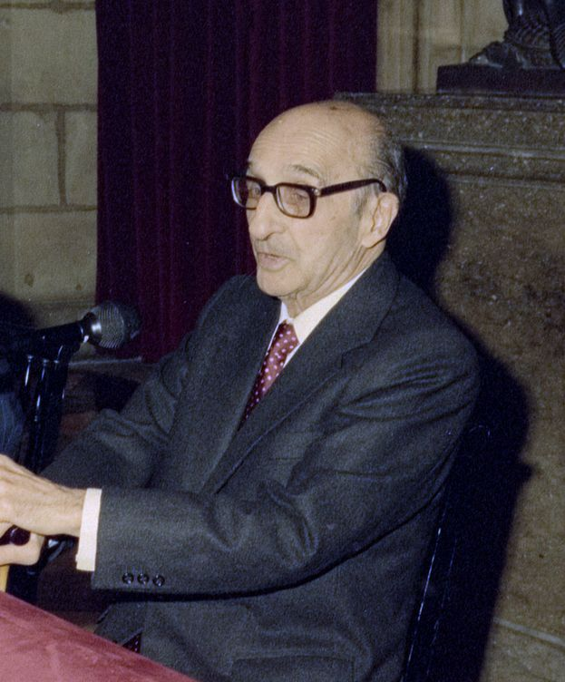 Foto: Joan Sardà recibiendo la Medalla de Oro de la Generalitat de Cataluña. (Wikipedia)
