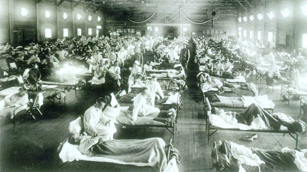 Foto: Enfermos atendidos en mas en plena epidemia de la llamada gripe española