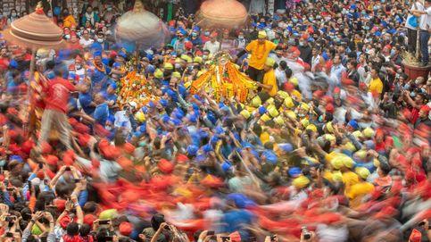 Festival de carros en Katmandú y crisis del coronavirus en Bangalore: el día en fotos