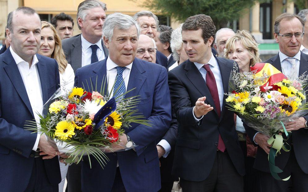 Foto: Casado junto a Manfred Weber (izq), Antonio Tajani y Alfonso Alonso (derecha) en el homenaje a las víctimas del terrorismo. (EFE)