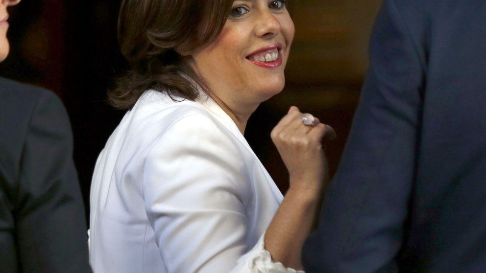 Soraya cree que el acuerdo PP-C's va en la buena dirección para investir a Rajoy