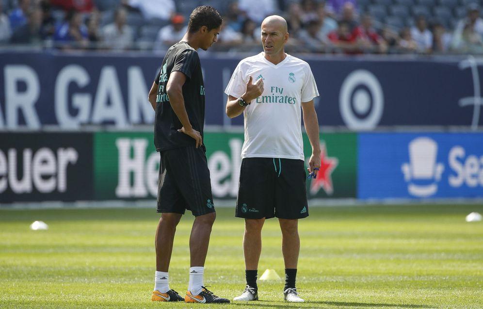 Foto: Zidane no quiere arriesgar con Varane. (EFE)