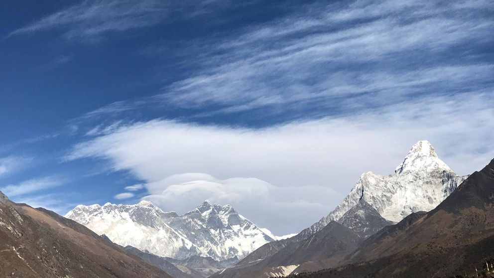 El teleférico del Everest, la última perversión