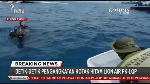 Recuperada una de las cajas negras del avión que se estrelló en el mar de Java