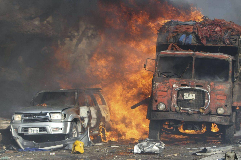 Vehículos quemados en Mogadiscio (EFE)