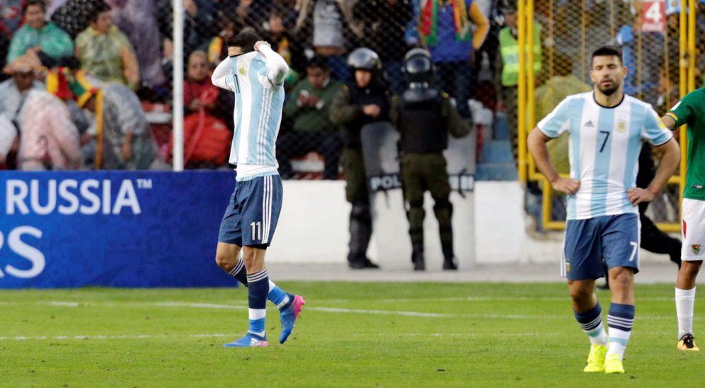 Foto: Desolación en las filas de Argentina tras la derrota sufrida en Bolivia. (Reuters)