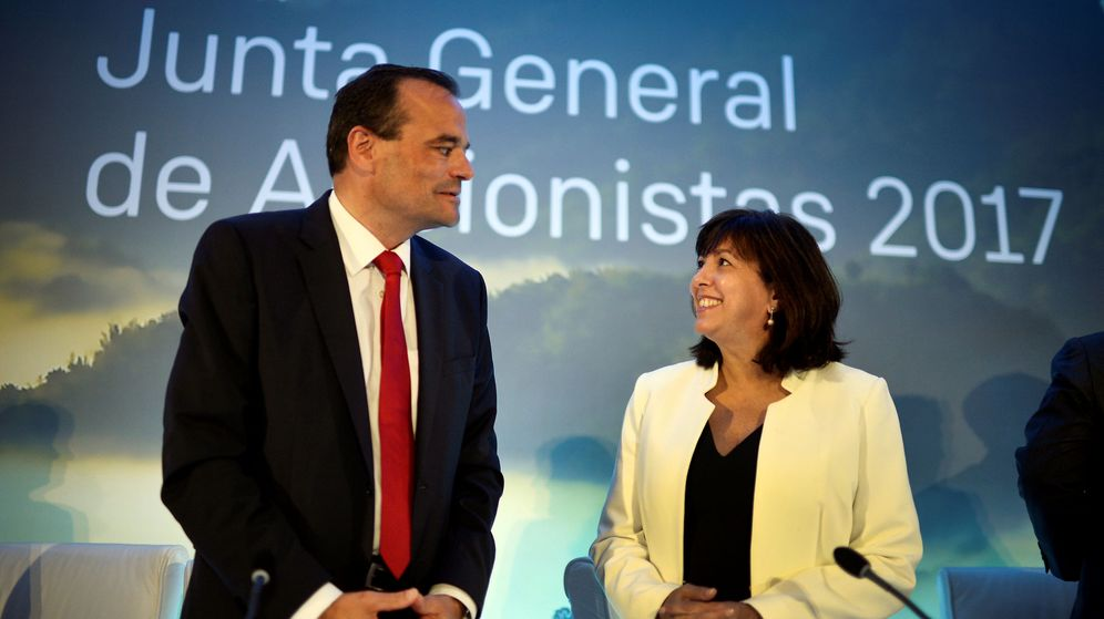 Foto: El CEO de Siemens Gamesa, Markus Tacke, junto a la presidenta de la firma, María García. (Reuters)