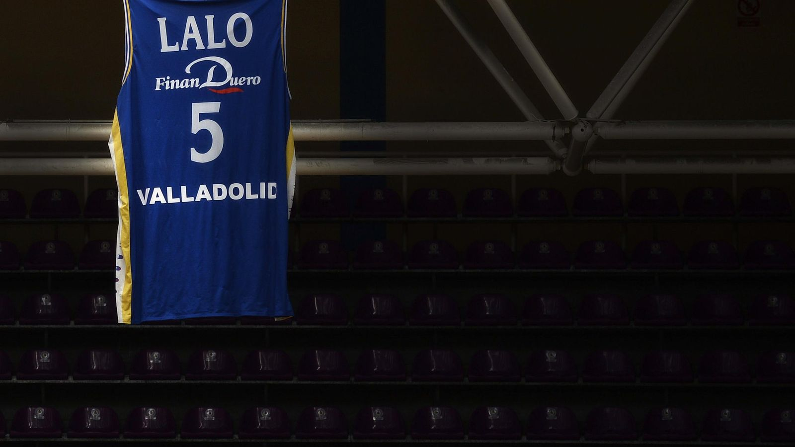 Foto: Lalo jugó durante 13 años en el CB Valladolid, que retiró su camiseta (Efe)