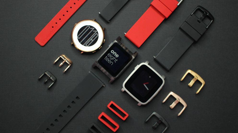 Adiós al pionero de los 'smartwatch': Fitbit compra (y mata) a Pebble por $40 millones