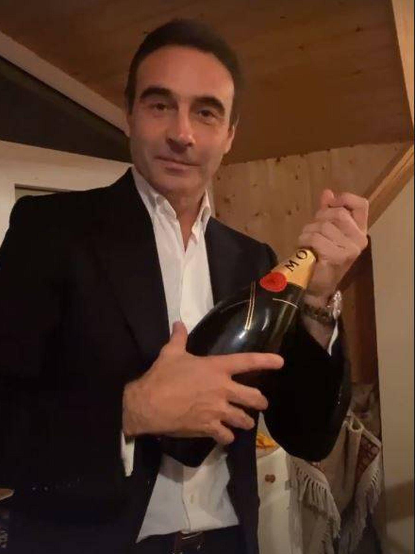 Ponce y su champagne.(FOTO: Instagram)