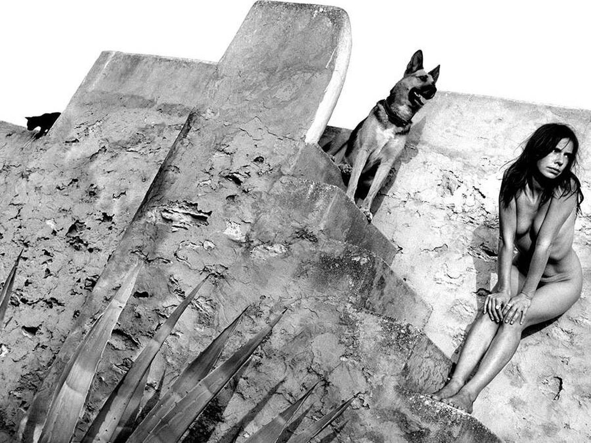 Foto: 'Melody, 1998'. Detalle de la portada de 'Formentera Lady'. (Alberto García Alix)