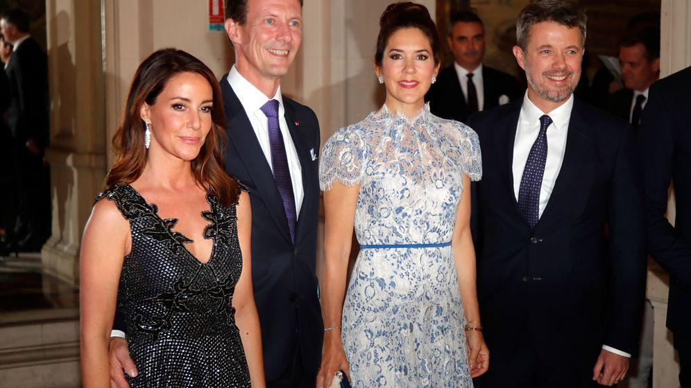 Foto: Federico y Mary de Dinamarca, junto a Joaquín y Mary en París. (Reuters)