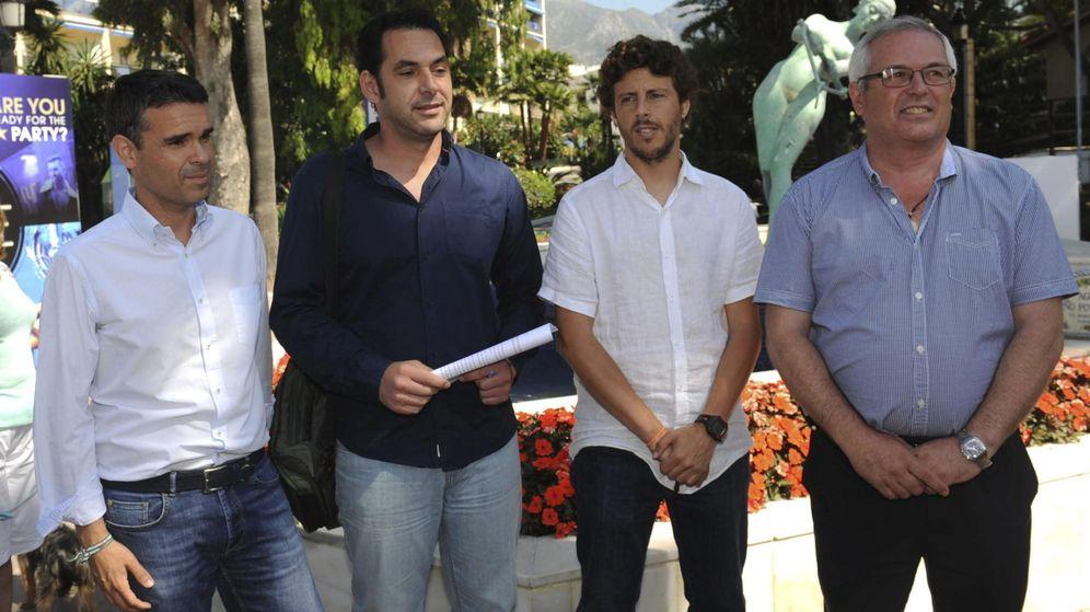 Foto: José Bernal, PSOE, Miguel Díaz, IU, José Carlos Núñez, Costa del Sol Sí Puede, y Rafael Piña, Opción Sampedreña, miembros del cuatripartito. (EFE)
