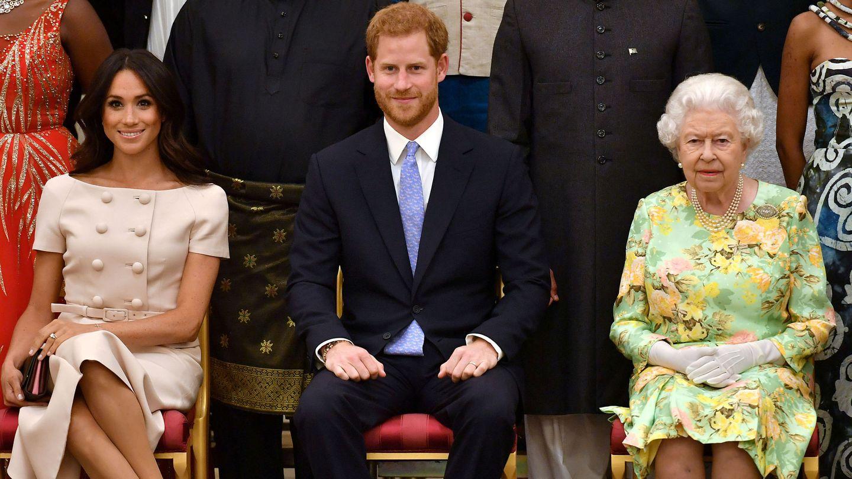 Los duques de Sussex, junto a la reina. (Reuters)