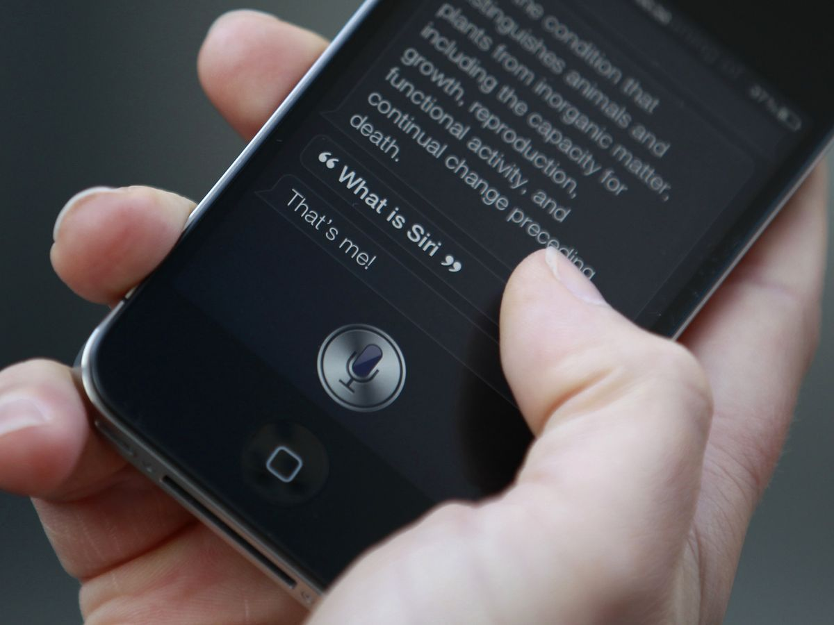 Foto: Hablar con Siri es algo totalmente común en el día a día (Reuters/Suzanne Plunkett)