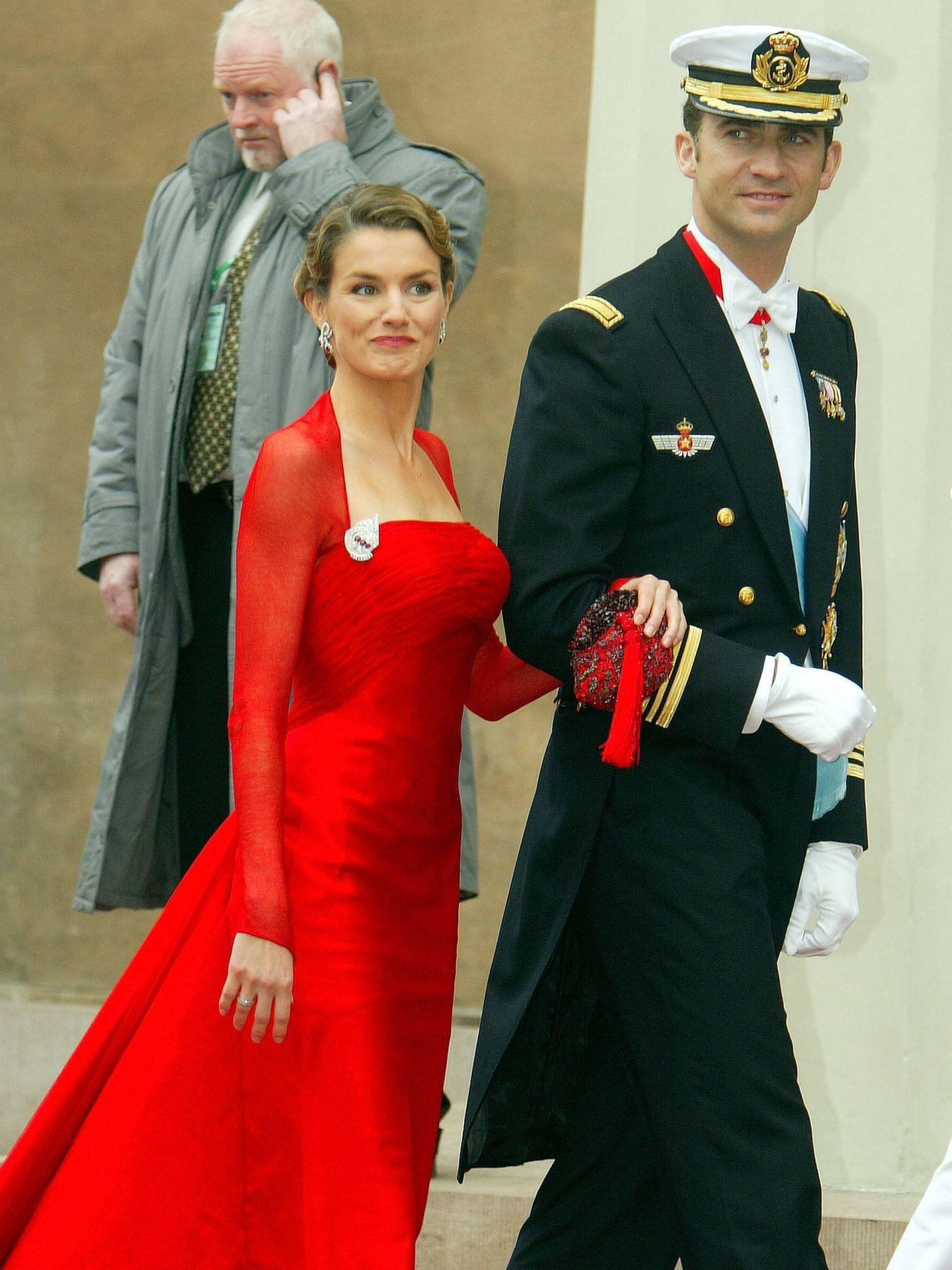 Letizia, con el vestido rojo de Caprile. (Getty)