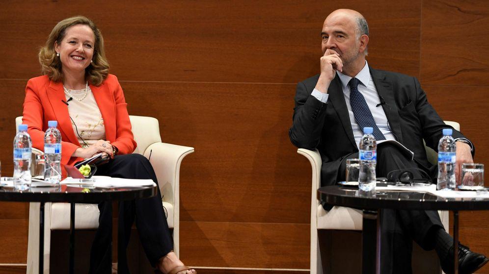 Foto: El comisario europeo de Asuntos Económicos y Financieros, Pierre Moscovici, y la ministra de Economía y Empresa, Nadia Calviño. (EFE)