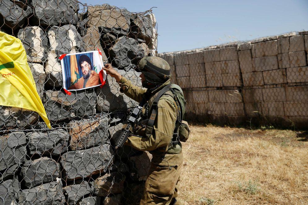 Foto: Un soldado israelí durante un ejercicio de entrenamiento en la frontera con Líbano. (Reuters)