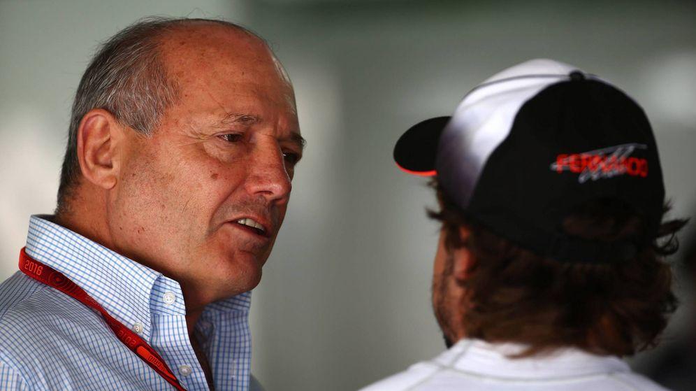 Foto: Ron Dennis charlando con Fernando Alonso en el GP de Alemania de esta temporada.