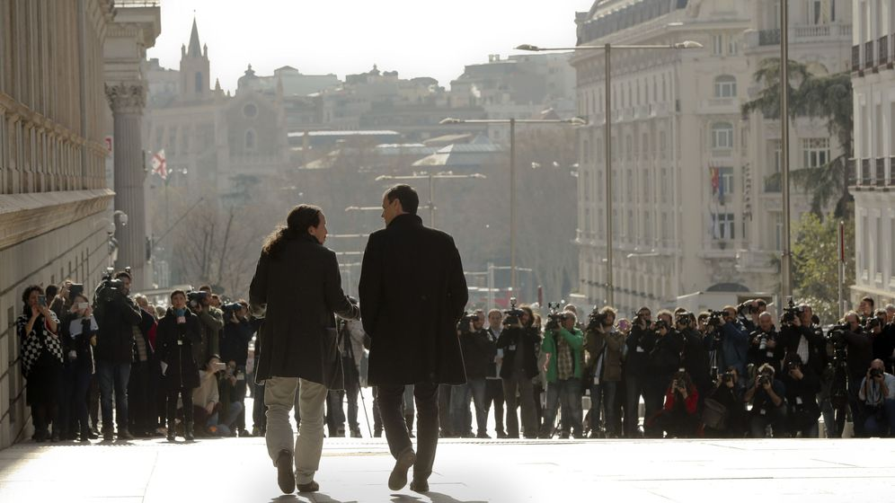 Foto: Pablo Iglesias y Pedro Sánchez en el Congreso en 2016. (EFE)