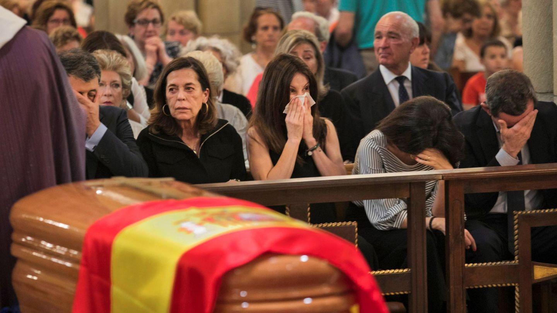 La familia de Arturo Fernández, destrozada por la pérdida del actor. (EFE)