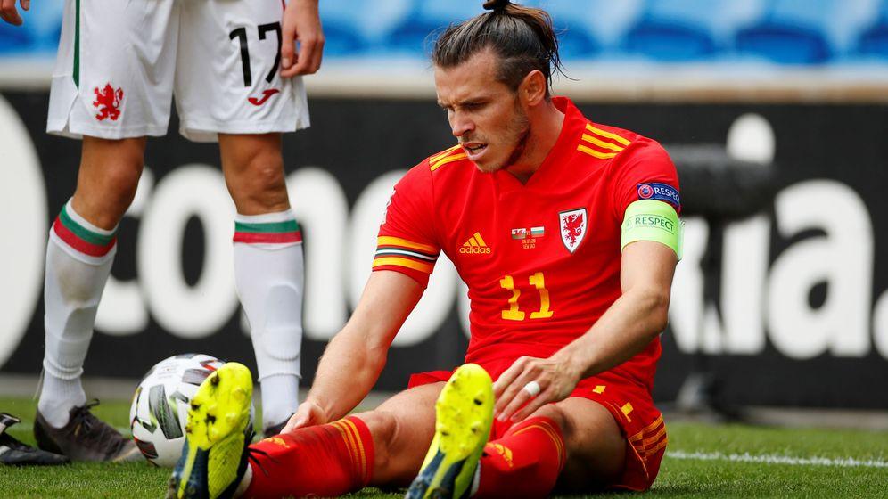 Foto: Gareth Bale sentado en el césped durante un partido de Gales en la Liga de Naciones. (Efe)