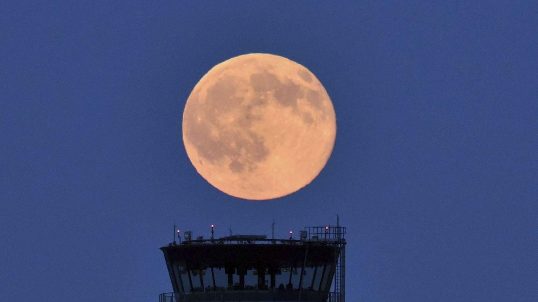 ¿Cuándo se podrá ver la luna llena o 'luna de fresa' de junio en España?