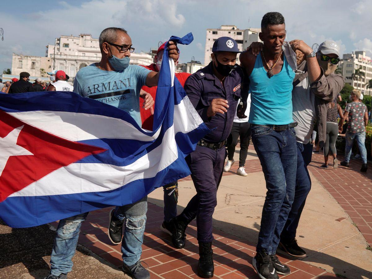 Foto: Detenciones durante las protestas en La Havana. (Reuters)