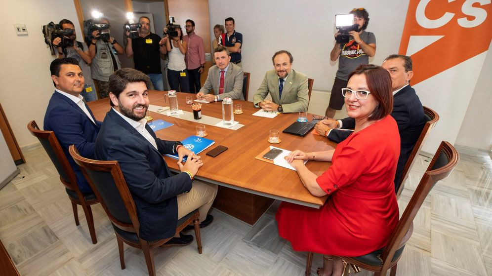 Foto: Reunión entre PP, Ciudadanos y Vox en Murcia. (EFE)