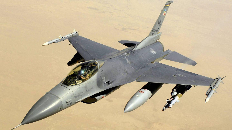 F-16C Block 40 de la USAF sobre Iraq. Va armado para ataque a tierra con bombas GBU de gui?a la?ser. (USAF)