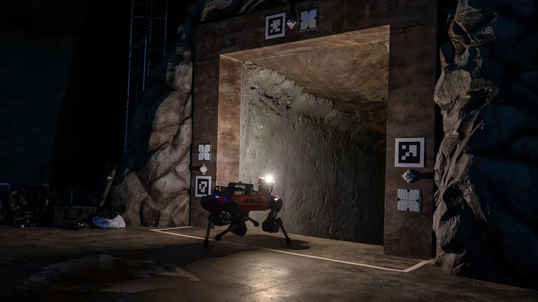 Foto: La entrada a una de las secciones del laberinto secreto de DARPA (IEEE Spectrum)