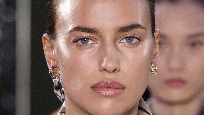 Irina Shayk siempre luce una piel iluminada. (Imaxtree)