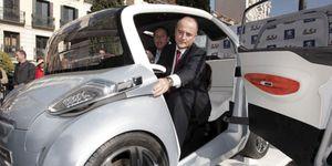 Soria aparca el coche eléctrico de Sebastián al reducir las subvenciones un 87,5%