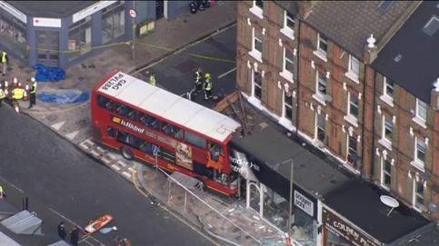 Un autobús se estrella contra un edificio en el sur de Londres dejando varios heridos