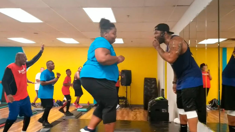 Una mujer adelgaza 35 kilos bailando hip hop en clases de aerobic