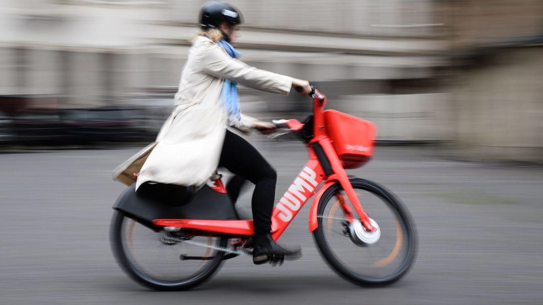 Foto: La Comunidad de Madrid busca fomentar el uso urbano de la bicicleta eléctrica. (EFE)