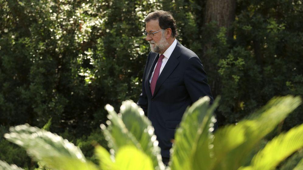 Foto: El presidente del Gobierno, Mariano Rajoy, momentos antes de la rueda de prensa tras su tradicional despacho de verano con el rey Felipe VI. (EFE)