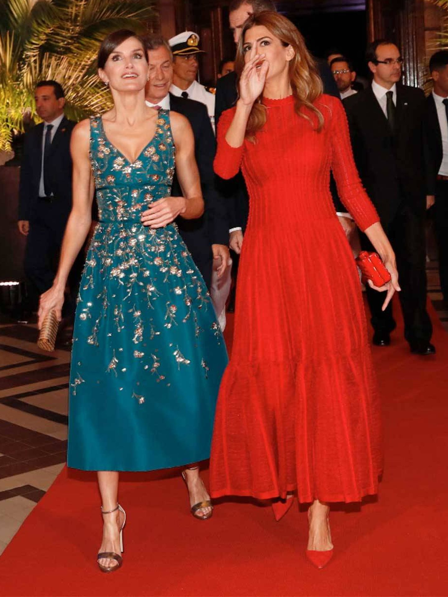 La Reina con las mismas sandalias. (Casa Real)