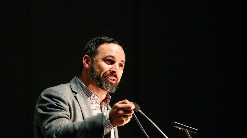 Foto: El candidato de Vox a la presidencia del Gobierno, Santiago Abascal, participa en un mitin en A Coruña. (EFE)