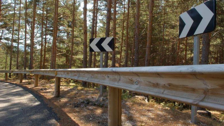 El gran chiste de los incendios en España: quitamiedos de madera en parques naturales